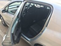 Immaculate and spotless Peugeot 307 Semi Auto - in a very good condition and well maintained.