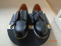 New Classic Dr. Martens 3-eye occupational shoe-size 9