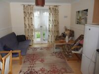 Nice double room to rent in good quiet area - available now.