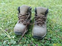 HI-TEC walking boots - size EU 30 / UK J11