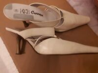 Carrou - Cream Leather Mule Shoes - Pre owned