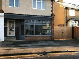 OFFICE / SHOP SPACE AVAILABLE NOW WITH WIFI HEMEL HEMPSTEAD WITH PARKING SALES RETAIL TO RENT HIRE