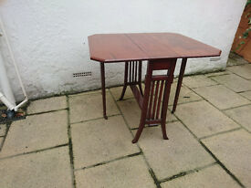 antique card playing table ?
