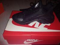 Black, unisex Nike huarache run ultra size 7