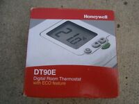 HONEYWELL DT90E DIGITAL ROOM THERMOSTAT WITH ECO FEATURE