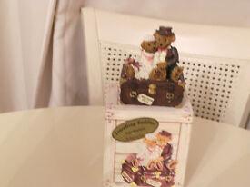 TRAVELLING TEDDIES -GENUINE COLLECTORS ITEM ORNAMENT WEDDING GIFT REGENCY FINE ARTS 1997 - BOXED