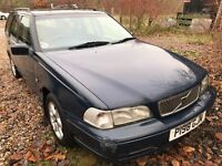 Volvo V70 10V 2319cc Petrol Automatic 5 door estate P Reg 27/06/1997 Blue