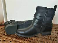Classic Boots Clarks Size 6/39