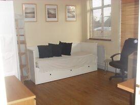Double Room In Ruislip Near shops & Tube