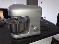 Bought as a gift but never used - free standing mixer