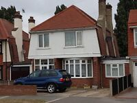 AVAILABLE NOW IS THIS LARGE 4/5 BED HOUSE WITH LOUNGE, DINING ROOM & FTD KITCHEN, 2 GF BEDROOMS