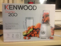 Food Blender (Smoothie 2GO) with Travel Mugs and Detachable Blade