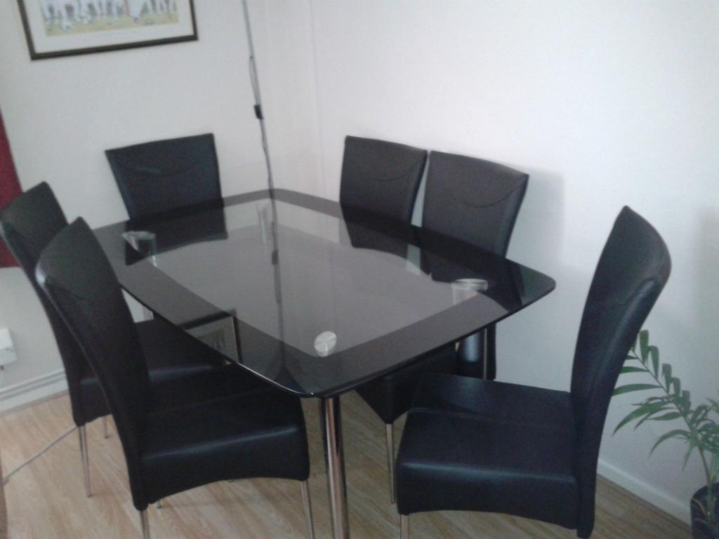 Dining table and 6 chairs united kingdom gumtree for Dining room table and 6 chairs