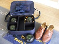 Complete set of bowls, bag and shoes