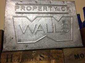 Vintage walls tin