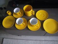 MELAWARE PICNIC or CAMPING CROCKERY LOT OF 11 PIECES. IN EXCELLENT CONDITION.
