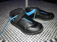 AM7 Shimano Mountain Bike flat shoes size 8