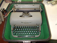 REMINGTON SPEEDWRITER SAGE GREEN,WORKING ORDER,OR COULD BE USED AS SHOW PIECE.......................
