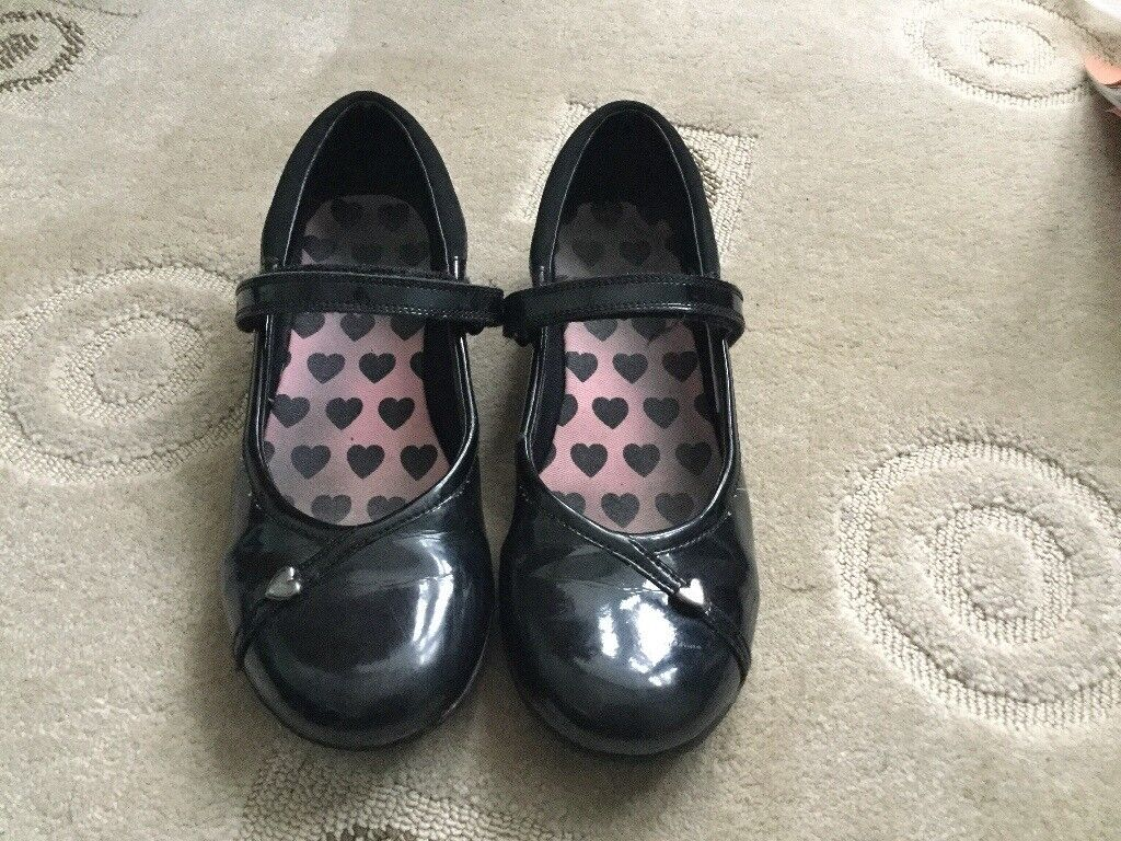 Girls Clarks black patent eather school shoes size 3.5F  59a926689