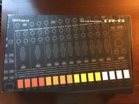 Roland TR-8 Aira Rhythm Performer Drum Machine 909 808 BOXED WITH POWER SUPPLY