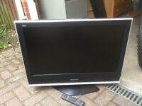 "Panasonic TX-32LXD70 32"" Widescreen Viera HD Ready LCD TV With Remote & Freeview"