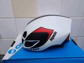 Giant pursuit aero road helmet