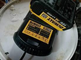 DeWalt DCB105 XR Universal Charger 10.8, 14.4 & 18 Volt Li-Ion PLUS BATTERY 4.0AH