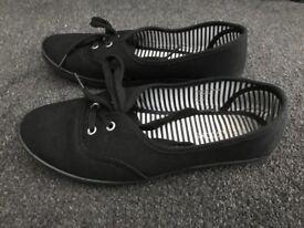 Size 5 black pumps