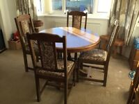 Oak Dinning Room Table and Chairs