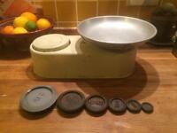 Vintage retro weighing scales for the kitchen - Antique