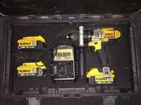 Dewalt DCD985 - 3 Batteries and Charger with case