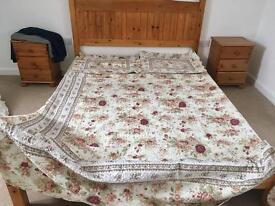 Beautiful vintage rose bed throw & 2 pillow casea
