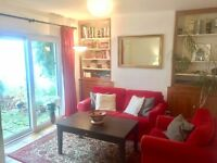 Bright and spacious double room in friendly 3-bedroom East-Oxford house share