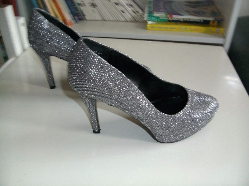 LOVELY SHOES SIZE 6 WIDE FIT