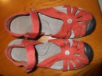 KEEN Sandals in orange/ umber - comfortable and fashionable. Size 7.5