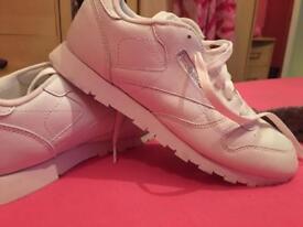 White reebox classic trainers like new size uk 6