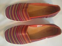 Stretchy summer slip ons, size 5.5, from Jones the Bootmakers.