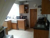Double room in friendly houseshare close to station and waterfront