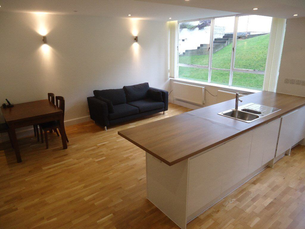 Stunning 1 bedroomed ground floor apartment. Set in a smart apartment block with concierge, gym and