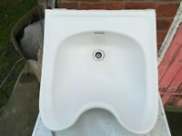 White backwash hairdresser sink