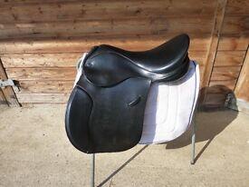 """Ideal/Stirlingshire Saddles Highland & Cob XW 17.5"""" black saddle"""