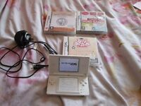 WHITE DS LITE CONSOLE BUNDLE 3 GAMES,CHARGER
