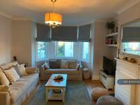3 bedroom flat in Station Road, London, N3 (3 bed) (#804042)