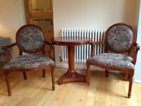 SMALL TABLE WITH 2 CHAIRS - DINING LIVING ROOM OCCASIONAL FURNITURE REALLY GOOD CONDITION