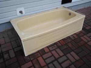Free Harvest gold bath tub if you could use it