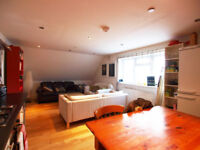 Large 3 double bed flat in a private gated mews seconds from Stamford Hill Station