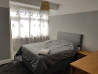 Double room in renovated shared house 10 mis to City (£400pcm inc bills&broadband)