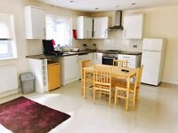 FABULOUS 2 Double Bedroom Garden Flat Close to Westfield Shopping