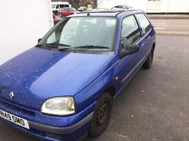 RENAULt Clio 1.2 new mot ideal first car low mileage