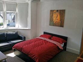 A Beautiful Double Room Single Occupancy Close to Underground and Shops